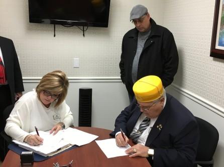 carl signing